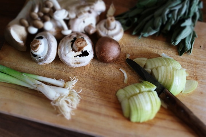 Knife-Mushrooms-Ingredients-Chopping-Board-Food-1846334.jpg